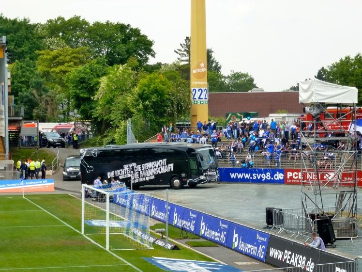 St. Pauli parking the bus....